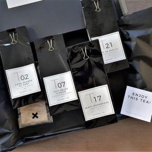 bij HUISvanMO kun je je eigen theepakket samenstellen met 4 verschillende soorten thee