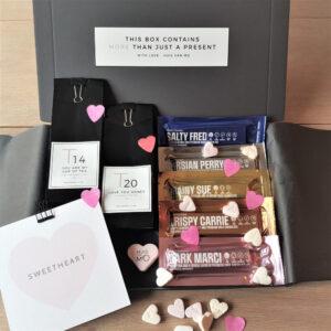 een heerlijk kadootje met thee en chocola, dit brievenbuspakketje voor je sweetheart