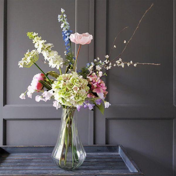 mooie kunstbloemen die samen een prachtig zomerboeket vormen