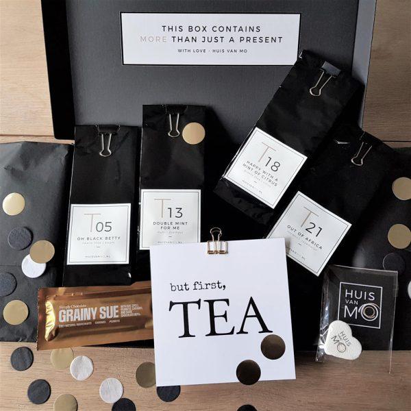 theepakket met de 4 favoriete soorten thee van HUISvanMO, aangevuld met een kaart en chocola
