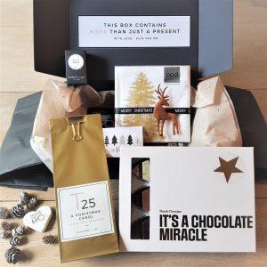 super lekker en leuk kerstkadootje met luxe chocola, thee en servetten