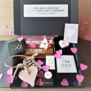 Heel veel leuke, lieve valentijn cadeautjes, zoals dit super lieve en lekkere pakketje met thee, chocola, winegums en een zeephart